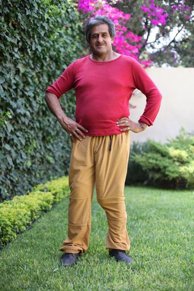 他因此取代了美国演员乔纳法尔孔(jonah falcon)成为世界上生殖器最长
