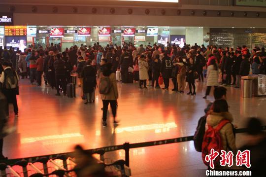 年夜年三十,成都机场客流量跌至春运最低。 吕俊明 摄