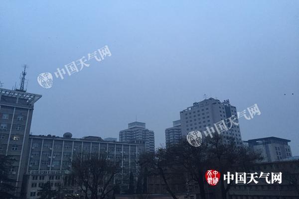 北京年初一能见度不利出行 夜间冷空气救场将现7级阵风