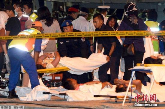 资料图:搭载马来西亚沙巴州沉船事件获救中国游客的船只,抵达沙巴州首府哥打基纳巴卢。