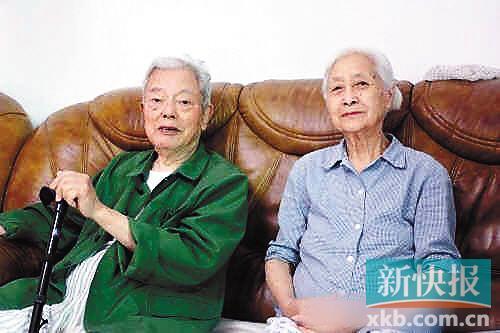 ■梁信与夫人五年前接受新快报记者专访。易哲/摄