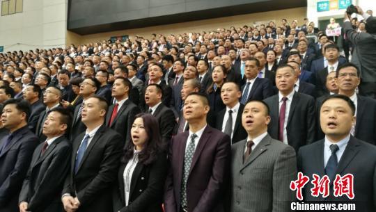 浙江苍南召开近5千人干部年夜会 李士明 摄