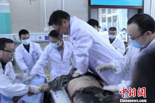 救治现场。天台县人民医院