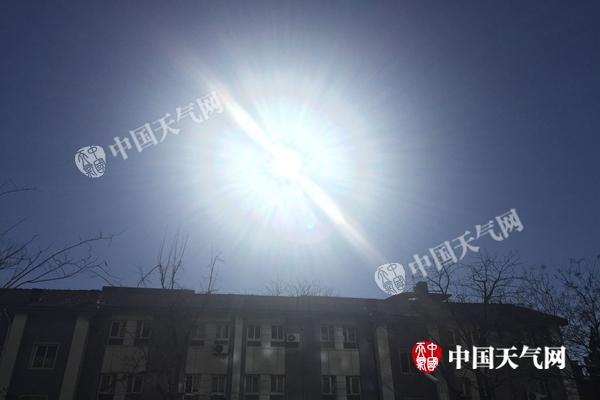昨天,北京阳光普照。杨兴 摄