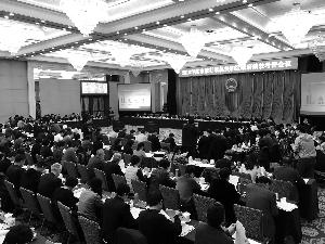 """市领导、市级行政机关和区政府""""一把手""""、社会各界代表等220余人围坐在会场内。 北京晨报记者 王巍/摄"""