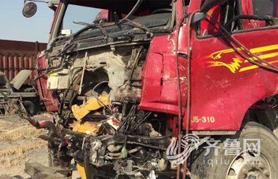 济南长清220国道发生严重车祸:一家三口死亡 一人重伤