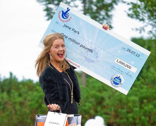获得一百万欧元大奖的英国女子简·帕克斯
