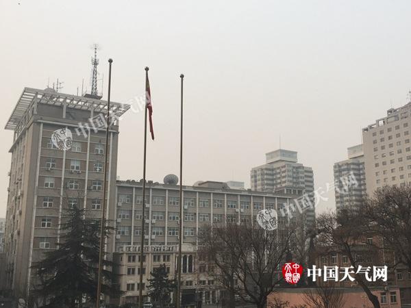 今晨7时20分,北京能见度较低。