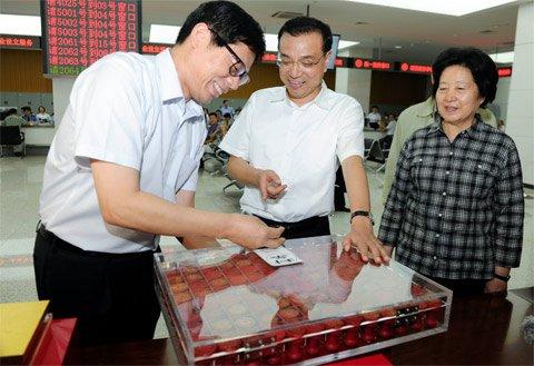江西村民哄抢出土铜钱 官方:都要给国家
