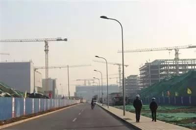▲今年2月12日,北京城市副中心行政办公区的办公楼正在建设中。新京报记者 吴江 摄