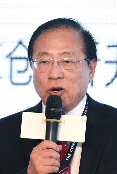 ▲姚期智,计算机科学专家 清华大学教授。1946年12月出生于上海。1967年毕业于台湾大学,1972年在哈佛大学获物理学博士学位,1975年在伊利诺伊大学获计算机科学博士学位。2000年获得计算机科学领域最高奖图灵奖。