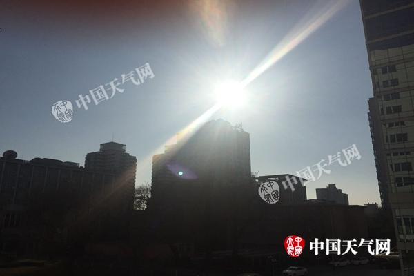 昨天,北京阳光普照,暖意融融。