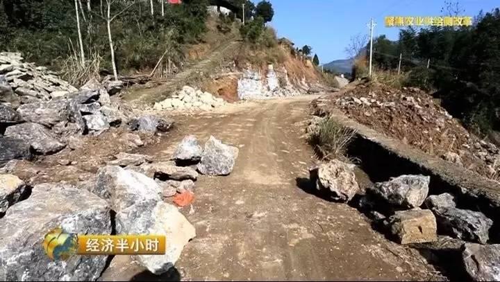被央视曝光5年修不通扶贫路 当地政府紧急开会
