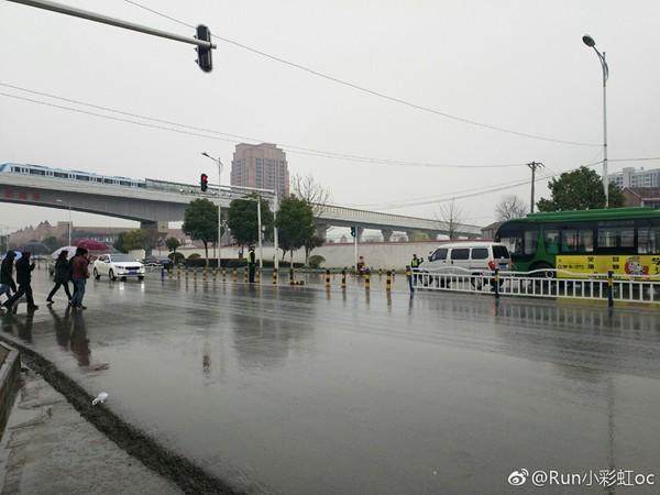 3月4日,武汉出现降雨。(图片来源:微博)