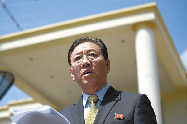 """朝鲜驻马来西亚大使姜哲4 日被马方下达""""逐客令""""。"""