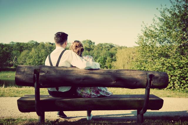 张爱玲在《倾城之恋》里说,你年轻吗?不打紧,过两年就老了,这里,青春是不稀罕的。