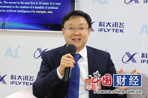 人大代表刘庆峰:人工智能落地给老百姓