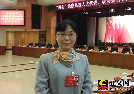 全国人大代表、陕西省宝鸡市金台区检察院检察长周喜玲。党小学 摄