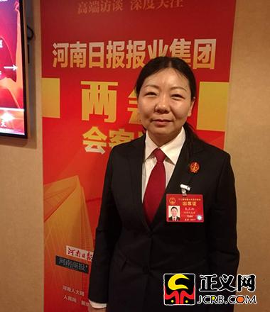 全国人大代表、河南省宝丰县法院副院长朱正栩。党小学 摄