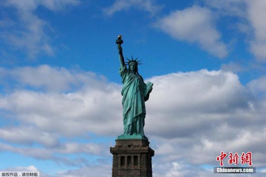 美国自由女神像游览因火灾事故暂停 游客被疏散