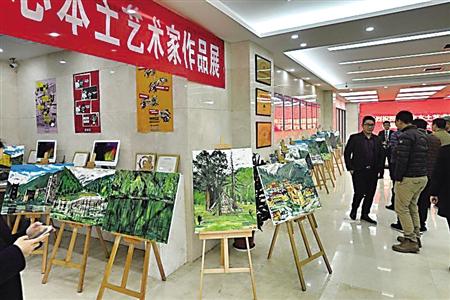 现场展示的王嘉陵教授作品 记者 刘晓娜 摄