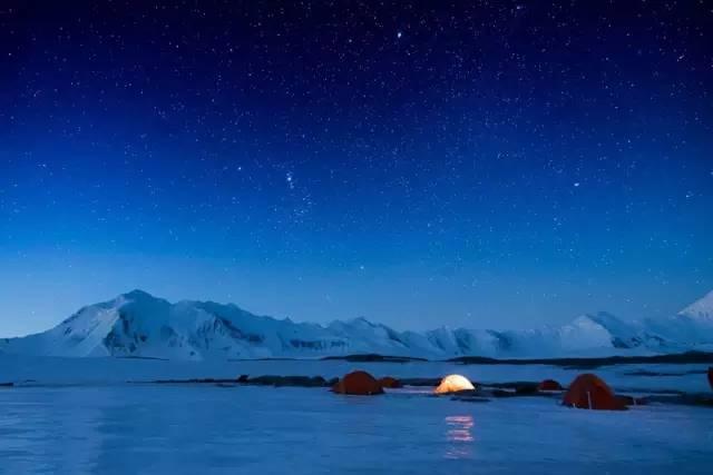 ▲老极一家在南极露营。