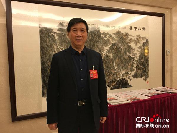 全国政协委员左东岭 赵春晓摄