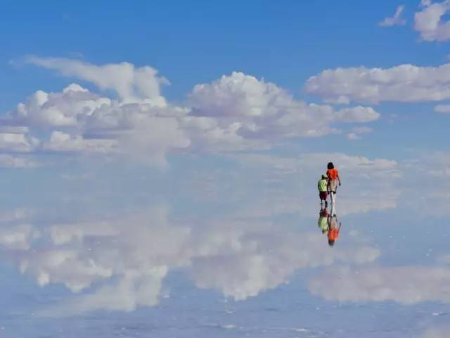 ▲玻利维亚,世界上最美的天空之镜<span class=