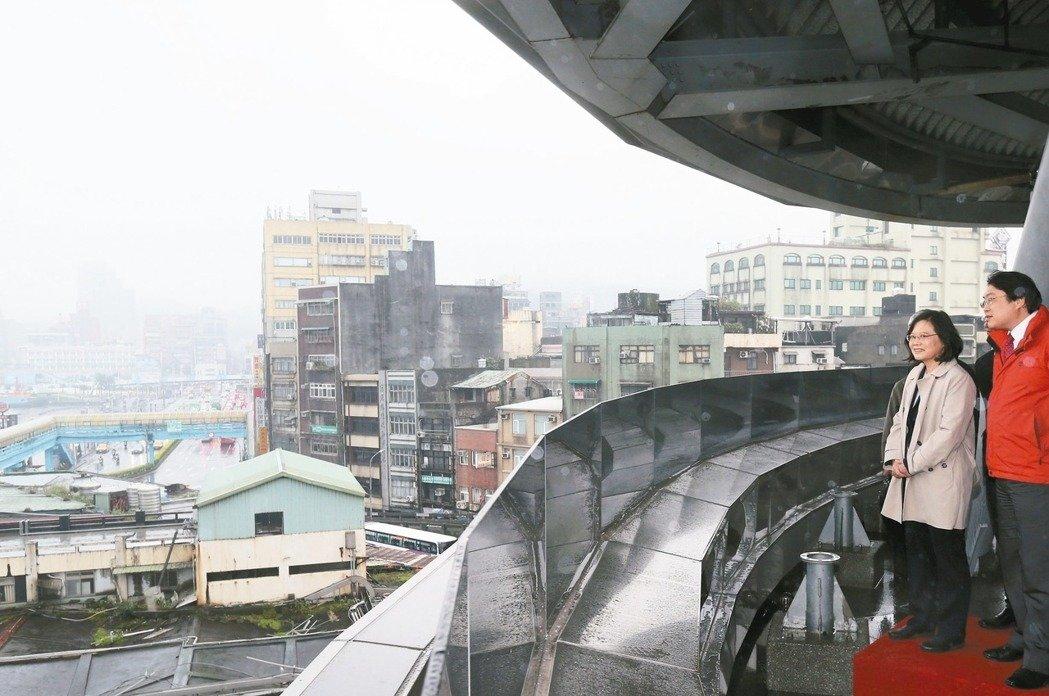 蔡英文17日到访基隆宣布将建轻轨(图片来源:联合新闻网)
