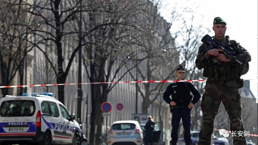 16日,国际货币基金组织驻法国办事处发生邮件爆炸事件,法国宣布维持全国紧急状态至7月15日。