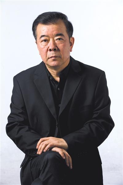 ▲周梅森,江苏省作家协会副主席,反腐电视剧、小说《人民的名义》作者。