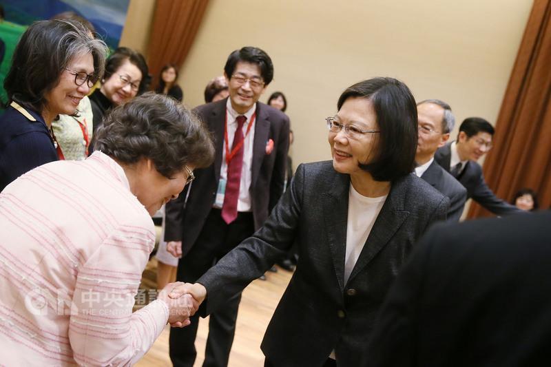 """蔡英文在""""总统府""""接见""""在日台湾同乡会""""等日本侨会领袖"""