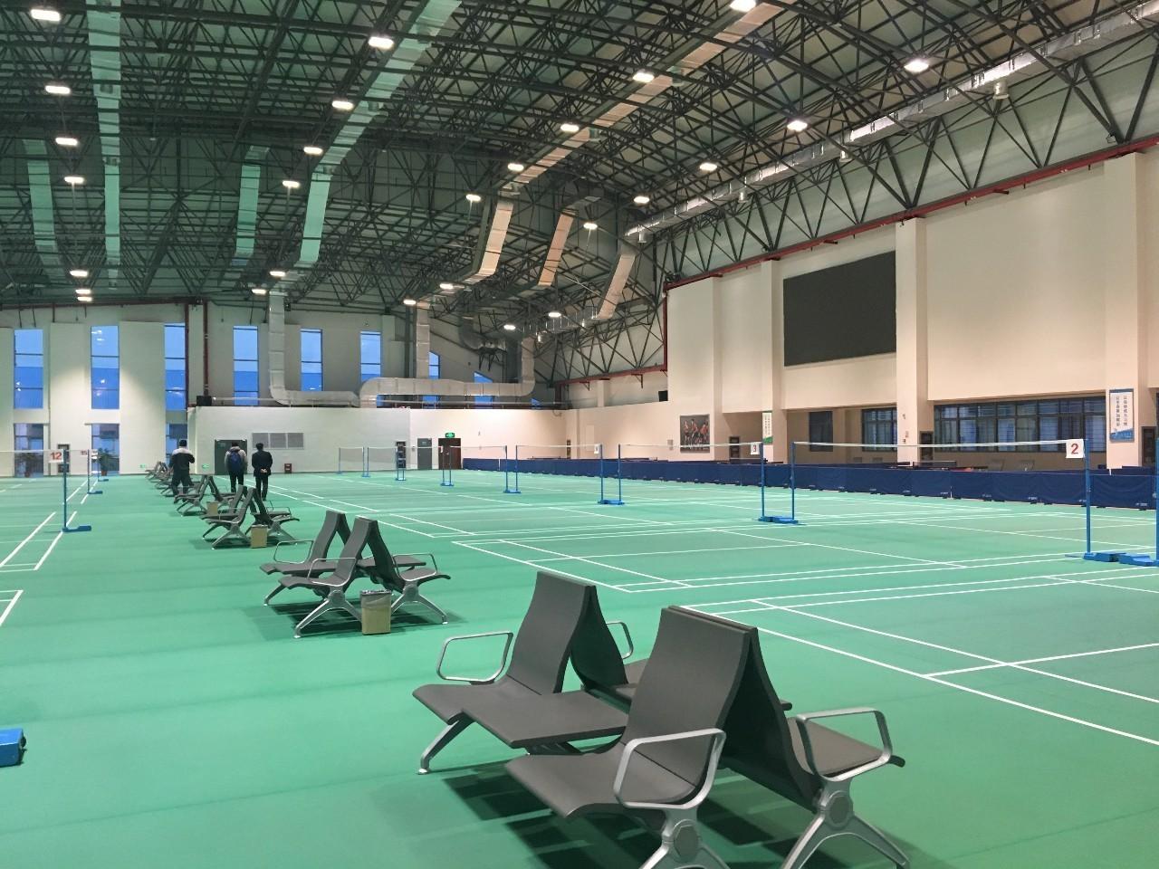 华西村投资建设的文体中心,羽毛球馆、篮球馆、健身房、电影院等一应俱全。