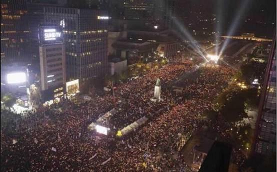 首尔的百万人反朴烛光集会