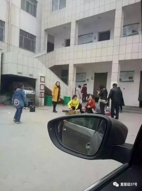 ▲3月22日濮阳县第三实验小学发生踩踏事故现场。 网络图片