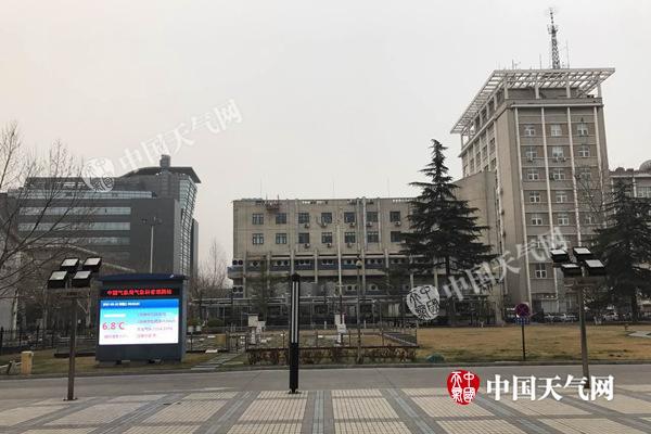 今晨,北京天空阴森。