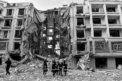 包头市一居民楼发生天然气管道爆炸
