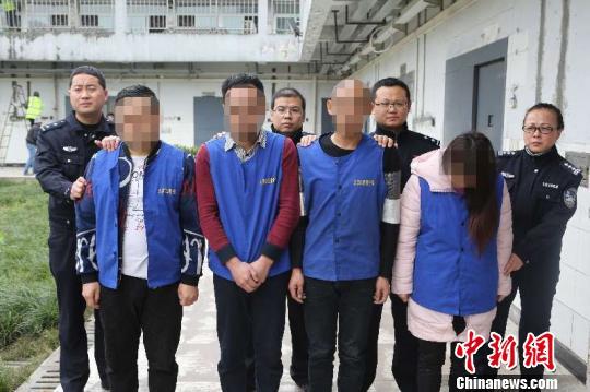 """重庆警方打掉""""时时彩""""诈骗团伙 告慰牺牲民警英灵"""