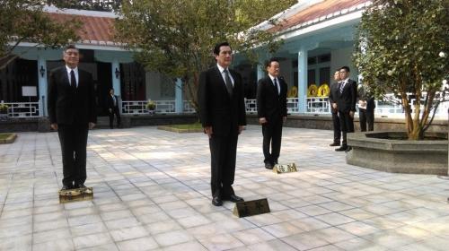 马英九4月5日上午8时谒陵。台湾《联合报》记者张雅婷/摄影
