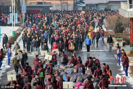 资料图:辽宁省丹东市东港一中放寒假。棋簿紫 摄 图片来源:视觉中国