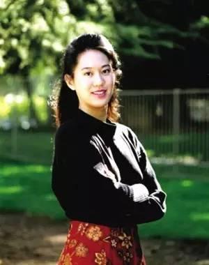 日本女优上原カエラ诱惑十足