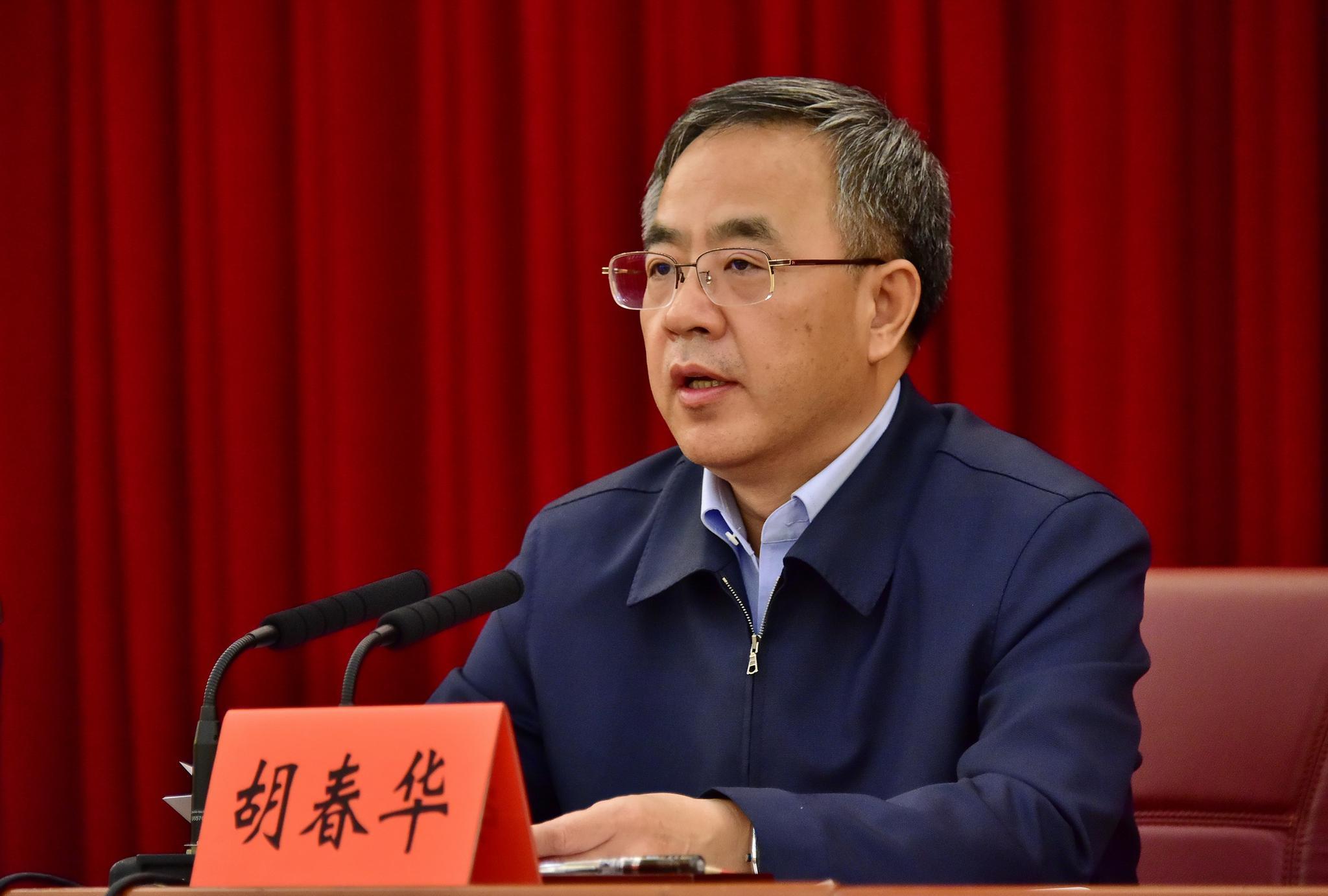 广东省委书记胡春华在反馈会上作表态发言.摄影/章轲