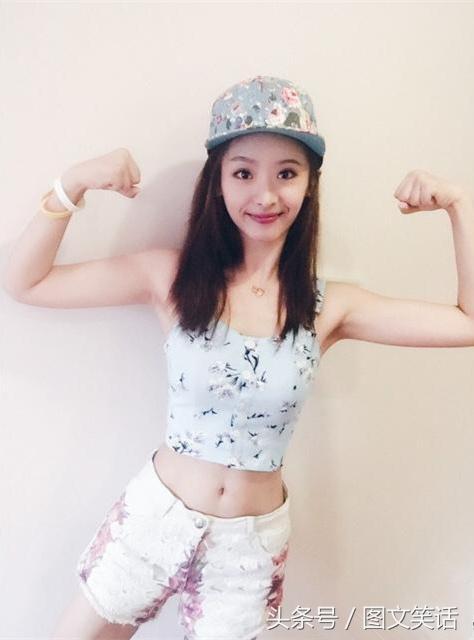 图文笑话:学妹,不要显摆肌肉了,掰手腕我就没输过