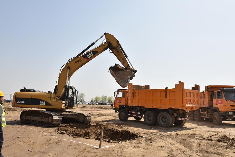 地表清运,土方倒运,基坑开挖,地基检测,塔吊安装,道路增建,临舍搭建