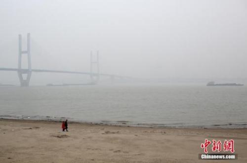 资料图:长江武汉段。中新社记者 张畅 摄