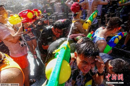 """泰国泼水节""""危险七日""""交通事故伤亡4000余人"""