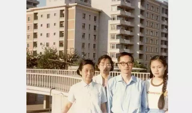 吴敬琏与妻子、女儿