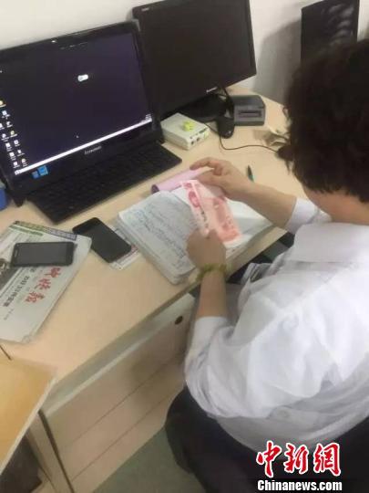 河北省眼科医院一医生私自向患者收费 网络截图 摄
