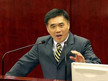 国庆首日湖北1300名司机占应急车道将收罚单