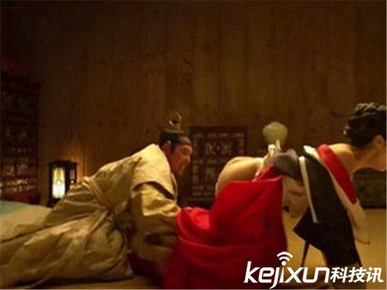 汉灵帝刘宏淫乱会玩 让宫女穿开裆裤方便交欢